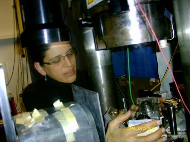 Pamela placing the DDIA anvils in the SAM85 press.
